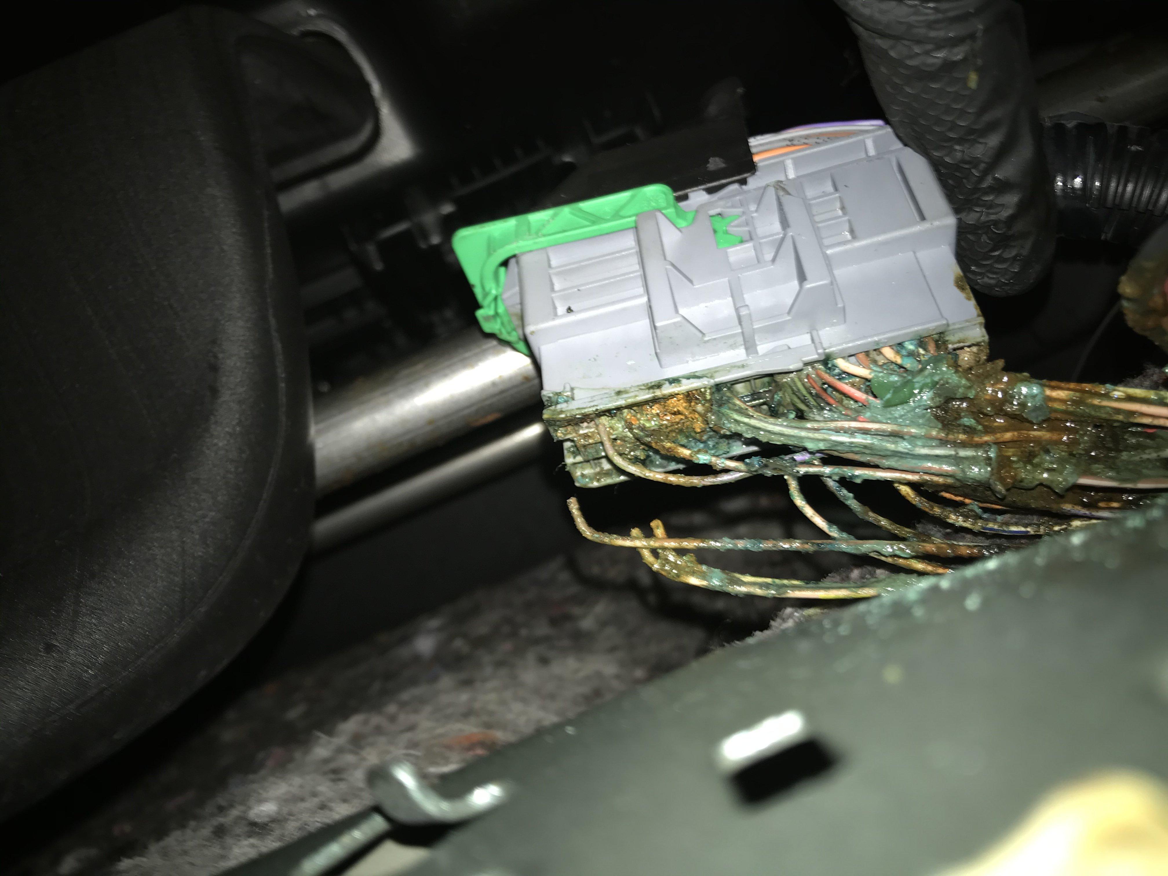 Wiring loom under seat!! | Independent Renault ForumsRenault Forums