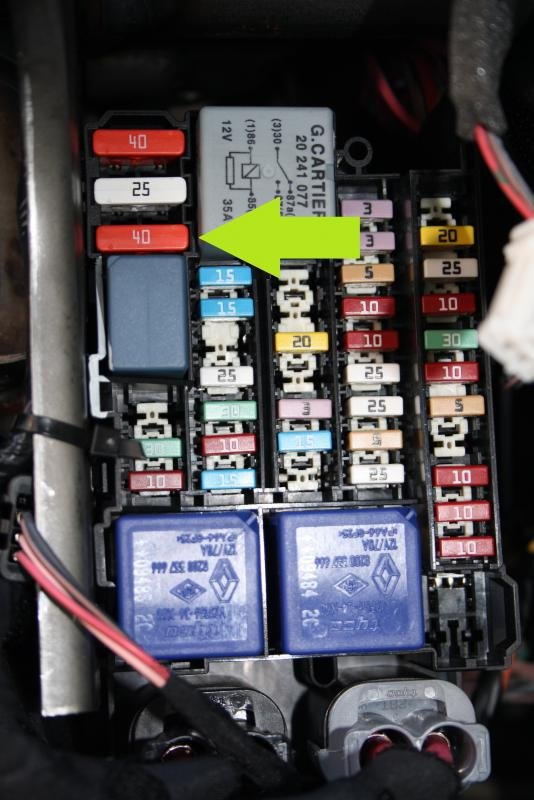 note - this fuse is only accessible if you remove the glovebox so that you  can see the entire fusebox
