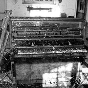 Abandoned organ in Dance Hall